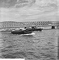 Havengezichten Rotterdam, scheepvaartverkeer achtergrond Maasbruggen, Bestanddeelnr 918-1753.jpg