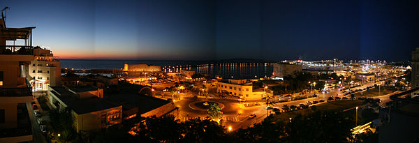 Heraklion harbour scene after sunset (panorama).jpg