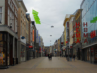 Herestraat, the main shopping street (2004) Herestraat Groningen.JPG
