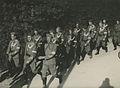 Het detachement van de 4de compagnie Politietroepen uit Zutphen onderweg op de e – F40571 – KNBLO.jpg