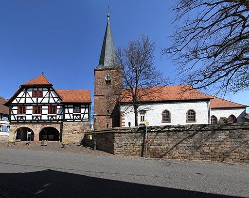 Heuchelheim Rathaus 04 protestantische Kirche 2019 gje