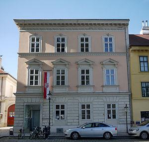 Hietzing_Am_Platz_2_Bezirksmuseum.jpg