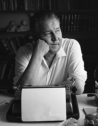 Alf Prøysen - Alf Prøysen with his typewriter in 1964