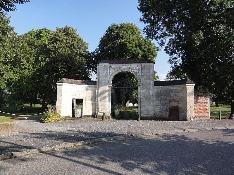 Homblières (Aisne) porche du parc de l'Abbaye Sainte Hunegonde