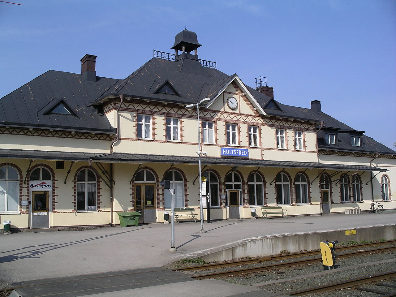 Hultsfred to Alvesta - 2 ways to travel via train, bus, and car