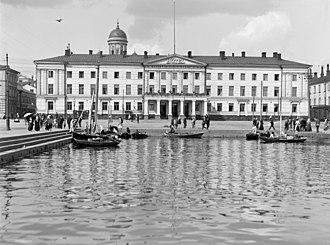 Helsinki City Hall - Image: I.K. Inha, Helsinki d 2005 132 635 (16185288537)