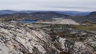 Ilulissat Airport - Image: Ilulissat airport runway