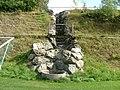 Im August 2009 tröpfelt die Quelle nur. - panoramio.jpg