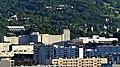 Immeubles de Chambéry avec ancien et nouvel hôpital (été 2017).JPG
