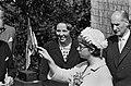 In aanwezigheid van prinses Beatrix heeft prinses Christina van Zweden een tento, Bestanddeelnr 916-5446.jpg