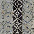 Interieur, detail van betegeling bij schouw in de voorkamer - Beetsterzwaag - 20397604 - RCE.jpg