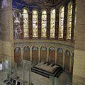 Interieur, overzicht van het koor met verwijderd altaar, muurschilderingen en glas in loodramen, tijdens werkzaamheden - Tilburg - 20386233 - RCE.jpg