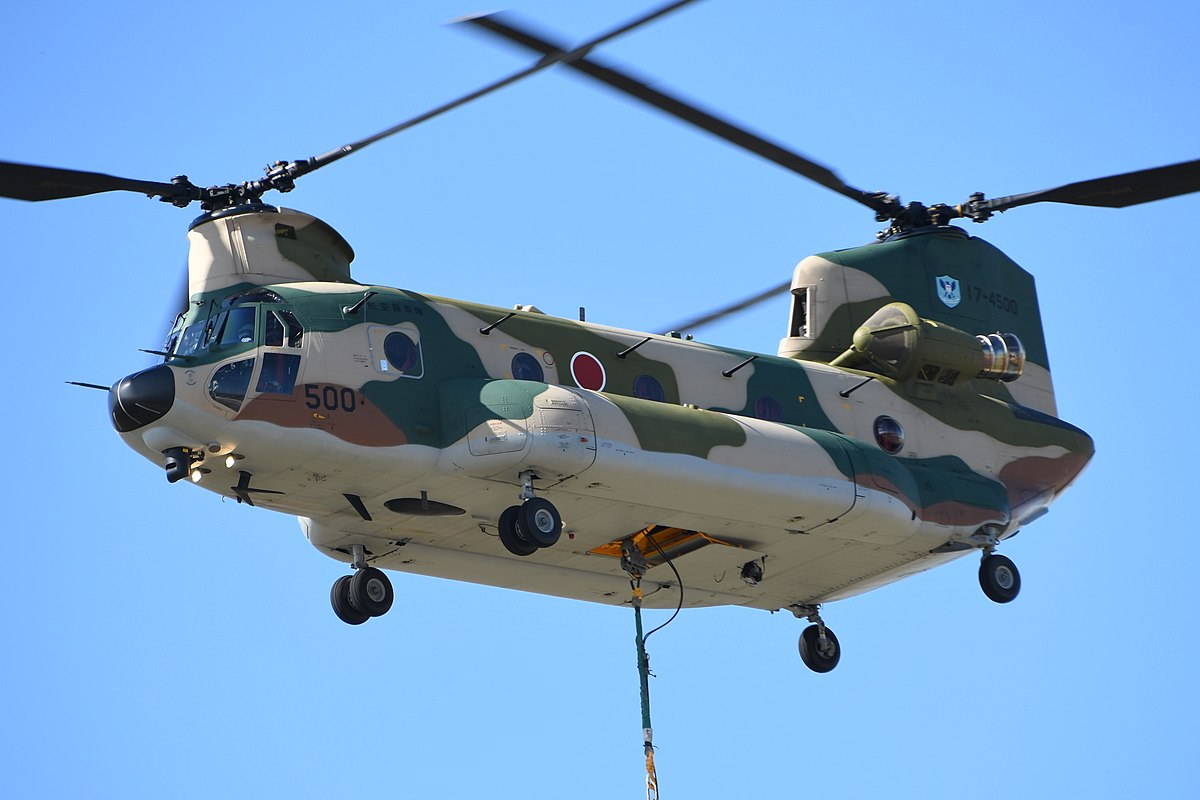 File:JASDF CH-47J(LR)(17-4500) Fly Over At Komaki Air Base