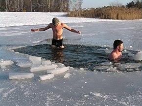 зимнее плавание нудистов