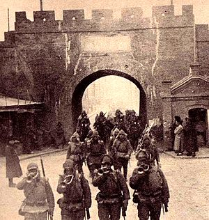 Japanese invasion of Manchuria - Image: Japanese troops entering Tsitsihar