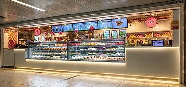 Juice bar selling oranges, red apples and other fruits, Clarke Quay MRT station, Singapore.jpg