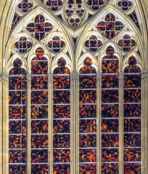 Kölner Dom -part Richterfenster an der Südseite bei Nacht (7264-66)