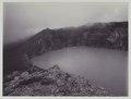 KITLV - 5826 - Kurkdjian - Soerabaja - Crater lake at the Ijen Plateau in East Java - circa 1909.tif