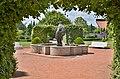 Kašna v zámecké zahradě - panoramio.jpg