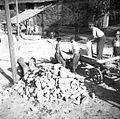 Kamen vozijo za novo šolo v Pečinah 1954.jpg