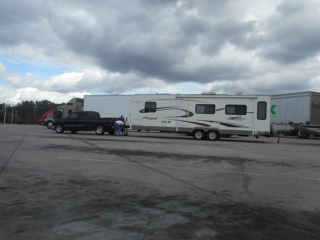 1500 truck towing a fifth wheel rv