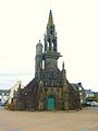 L'Hopital-Camfrout Façade de l'église paroissiale.JPG