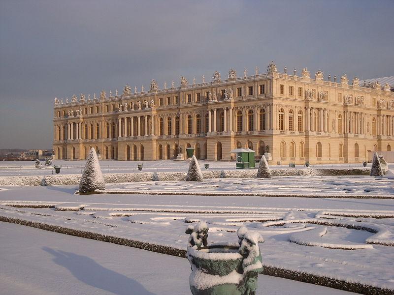 File:Le château de Versailles sous la neige.jpg