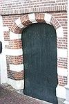 foto van Poortje, met natuursteenblokken