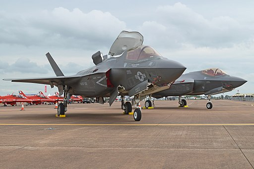 Lightnings on parade! (F-35A '12-5052' & F-35B '168726') (28085388932)