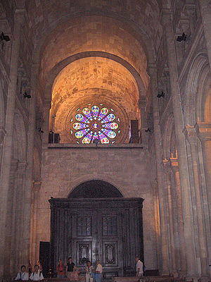 Barrel vault - Nave of Lisbon Cathedral with a barrel vaulted soffit. Note the absence of clerestory windows, all of the light being provided by the Rose window at one end of the vault.