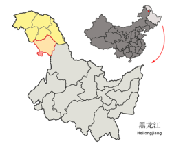 Location of the district in Heilongjiang (outline in red) and in the PRC (pinpoint)