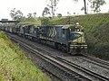 Locomotivas de comboio parado no pátio de cruzamento Convenção em Itu - Variante Boa Vista-Guaianã km 194 - panoramio.jpg