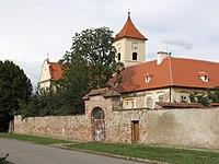 Loděnice (okres Brno-venkov) - kostel a fara.jpg