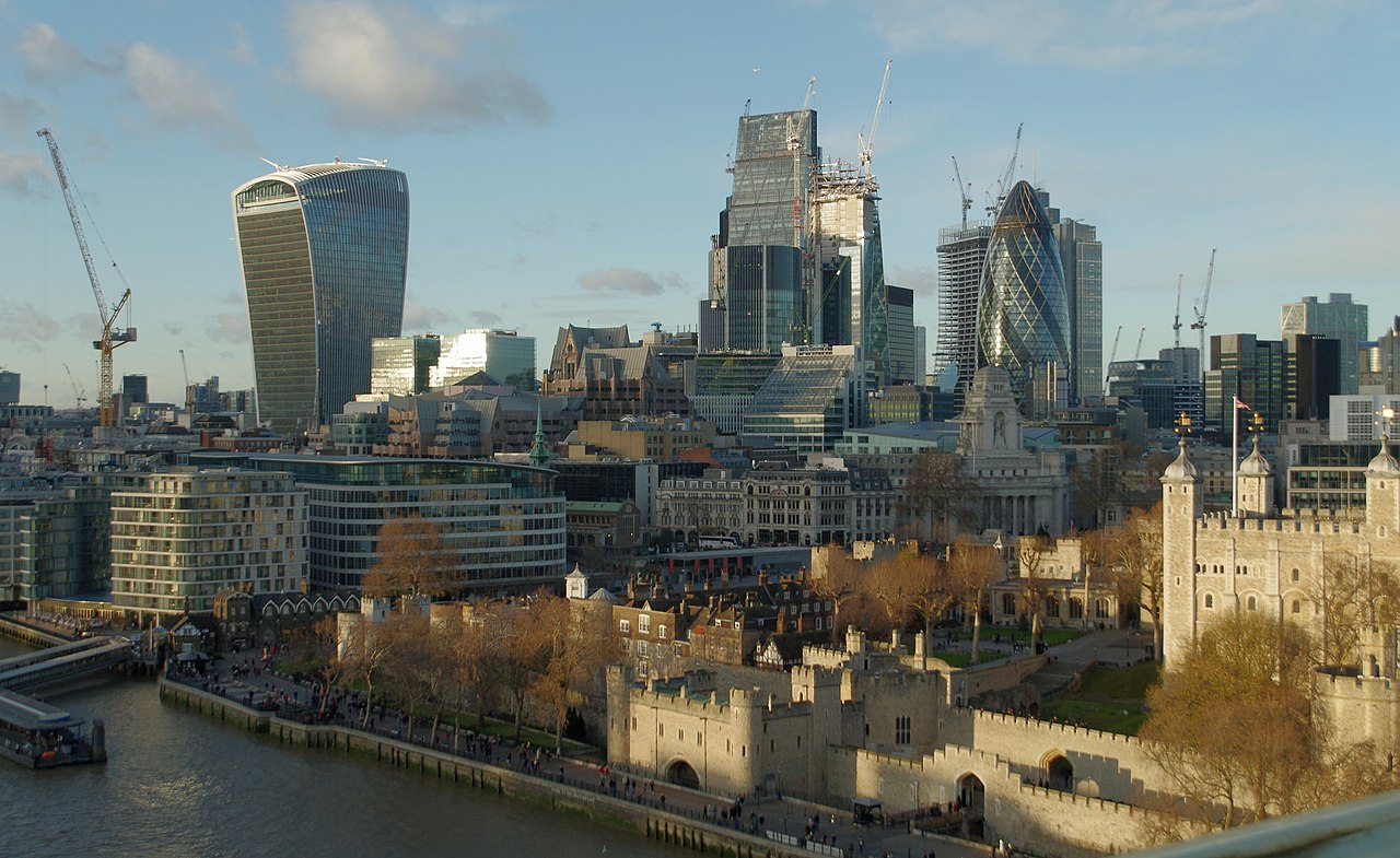 Looking towards the City of London from Tower Bridge (27859852689).jpg