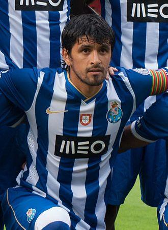 Lucho González - González playing with Porto in 2013