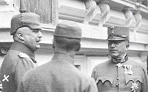 Arthur Arz von Straußenburg - Arz (right) with Ludendorff (left) at Army Headquarters in Baden bei Wien, 1917