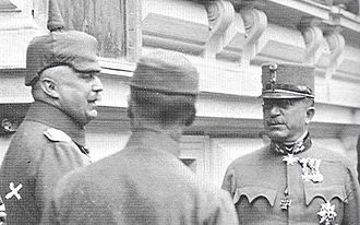 Arthur Arz von Straußenburg - Arz (right) with Ludendorff (left) at Army Headquarters in Baden bei Wien, 1917