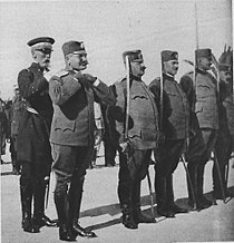 M128 15a Guépratte décore le colonel serbe Georgevitch.jpg