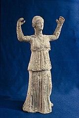 Femme debout les bras levés (25905)