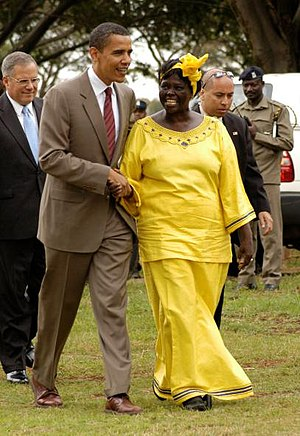 Wangari Maathai - Maathai and then-U.S. Senator Barack Obama in Nairobi in 2006