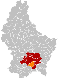 Map of Luxembourg with Hesperange highlighted in orange, the district in dark grey, and the canton in dark red