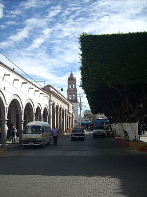 Maravatío - Maravatío city center, with the tower of the parish church in the distance.