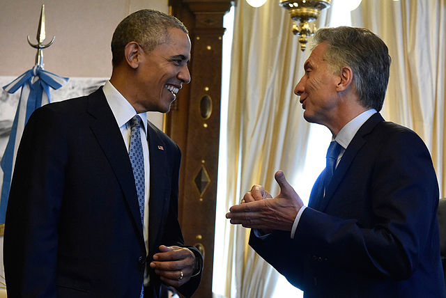 Mauricio Macri & Obama chatting.jpg