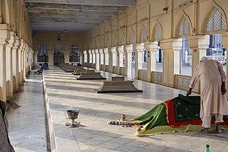 Makkah Masjid, Hyderabad - Graves in the Makkah Masjid