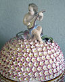 Meissen, 1750-1760 circa, teiera a forma di palla, regalata a gian gastone da sibilla augusta di baden 03.JPG