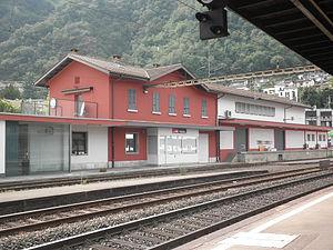Melide railway station - Image: Melide staz ferr lato binari