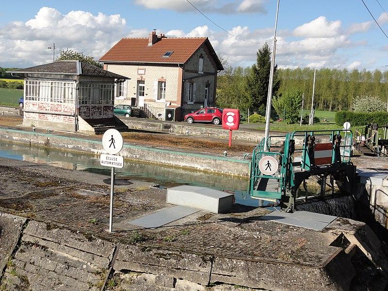 Mennessis (Aisne) Canal de Saint-Quentin, écluse