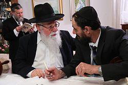הרב יהושע בן מאיר בהכנסת ספר תורה