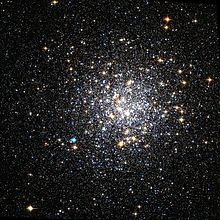 Description de l'image  Messier 9 Hubble WikiSky wfpc2 patched.jpg.