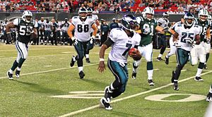 Dallas Reynolds - Image: Michael Vick running Jets v Eagles, Sep 2009 53